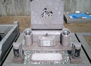 高槻市内墓地 デザイン墓(桜みかげ)